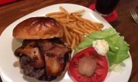 中通りサティスファクションハンバーガー正面